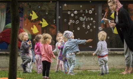 Jak się bawią wolne dzieci?